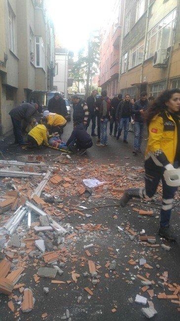 Trabzon'da balkon çöktü: 3 yaralı