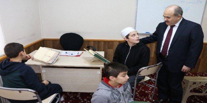 Vali Dağlı Hafızlık eğitimi alan çocuklarla bir araya geldi