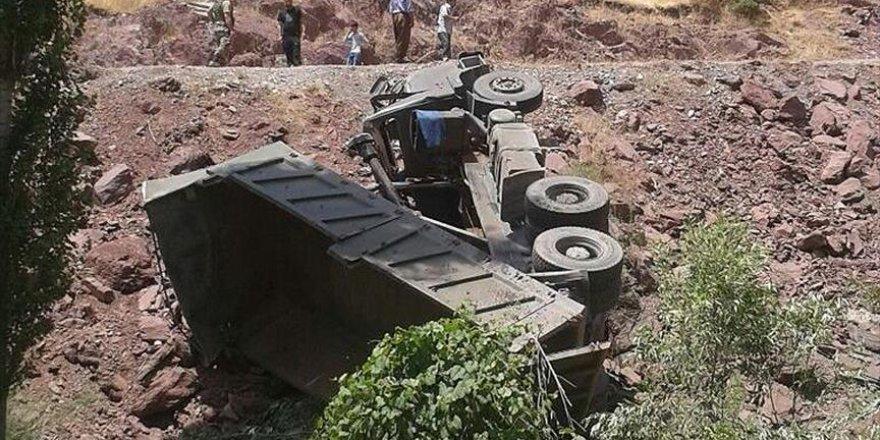 Isparta'da askeri araç devrildi: 3 yaralı