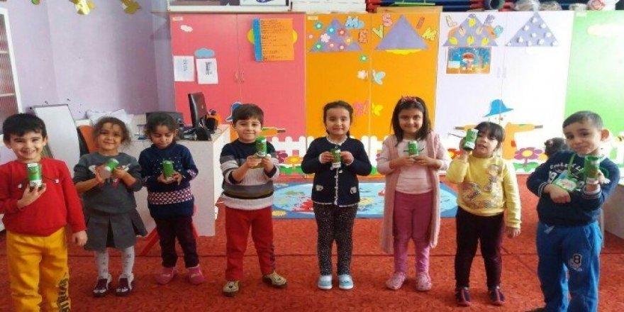 Konya'da  minik öğrencilerden Halep'e yardım kampanyasına destek