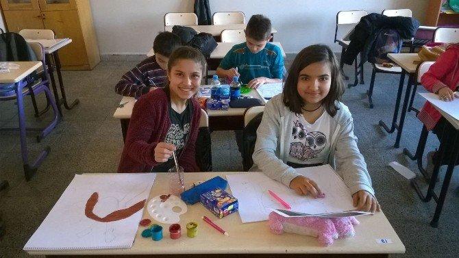 67 Burda AVM'den okullara destek
