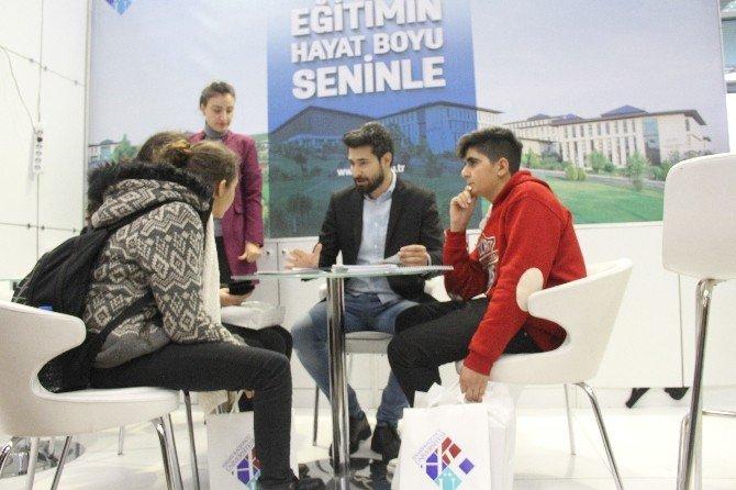 Akdeniz'de düzenlenen fuarlarda Üniversiteler öğrencilerle buluştu