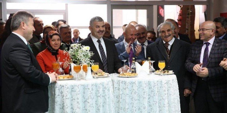 """Büyükşehir Belediye Başkanı Mustafa Çelik, """"Beş yıldızlı okullar yapıyoruz"""""""