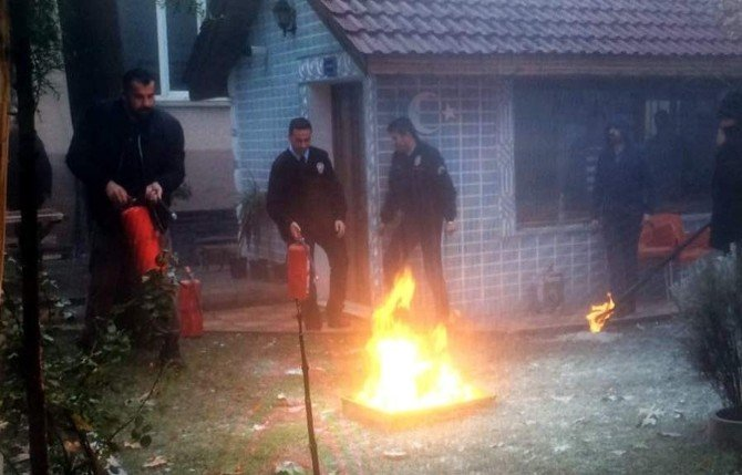 Gölbaşı ilçesinde polisler yangın tatbikatı yaptı