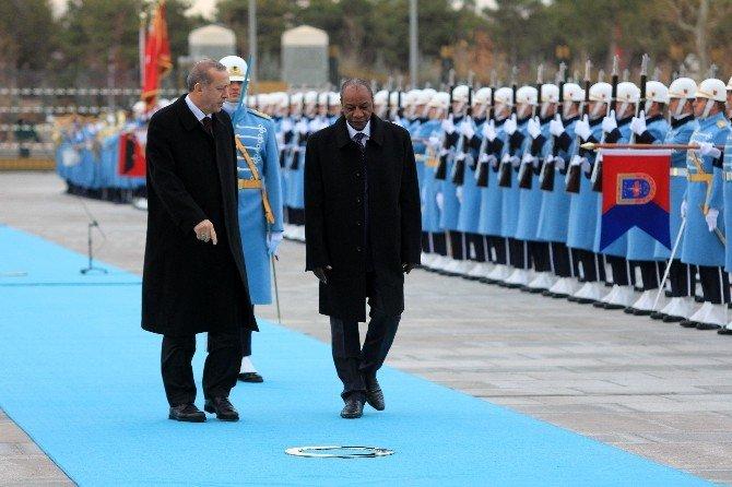 Erdoğan, Conde'yi resmi tören ile karşıladı