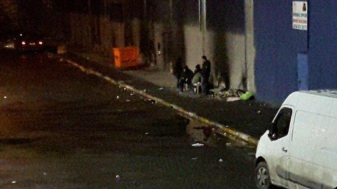 Sokakta yaşayan evsizler spor salonunda toplandı