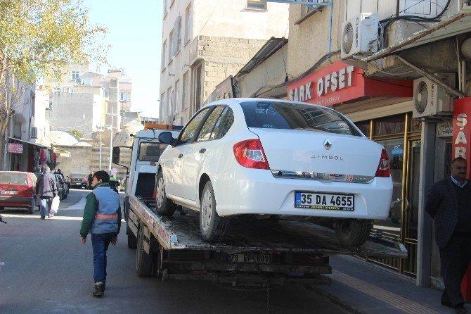 Park yasağına uymayan araçlar otoparka çekiliyor