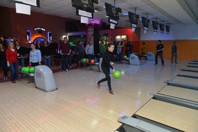 Nilüfer ailesi bowling turnuvasında buluştu
