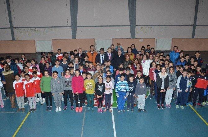 Foça'da öğrenciler Ata'ya saygı için koştu