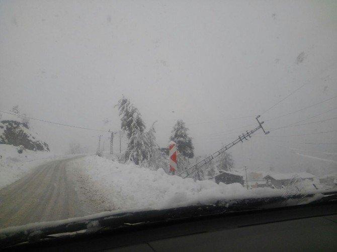 Toroslar EDAŞ Adana'da kış şartlarında mücadeleye devam ediyor