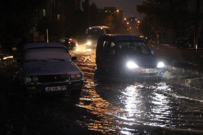 Kocaeli'de kar ve yağmur su baskınlarına neden oldu