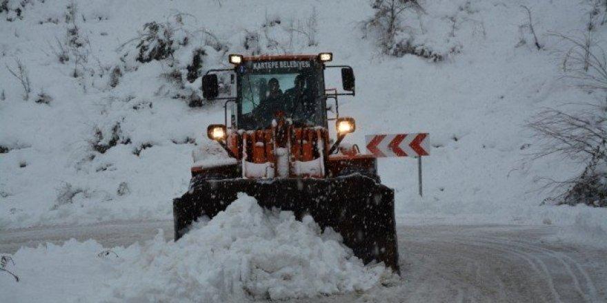 Kartepe'de karla mücadele çalışmaları sürüyor