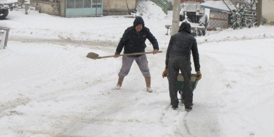 Hisarcık Belediyesi'nden karla mücadele çalışması
