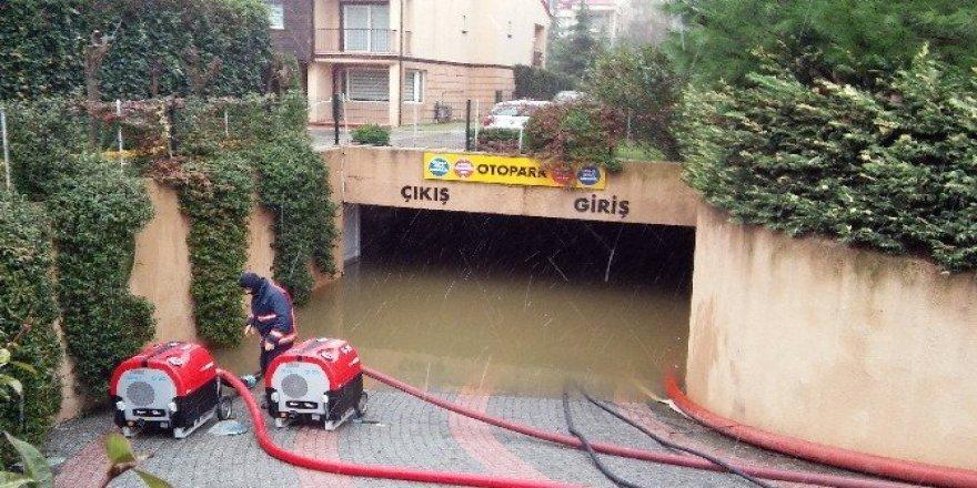 (Özel Haber) Eyüp'te lüks villaları su bastı, site sakinleri belediyeye isyan etti