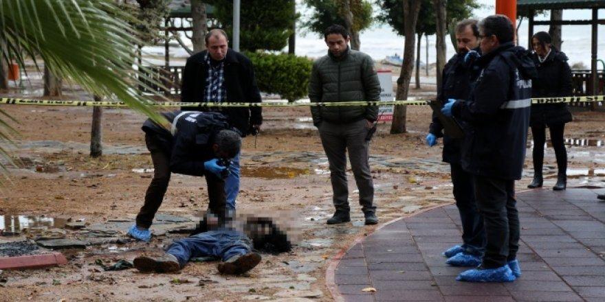 Mersin'de parkta yanmış ceset bulundu