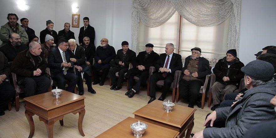 Başbakan Yıldırım, emeklilerle bir araya geldi