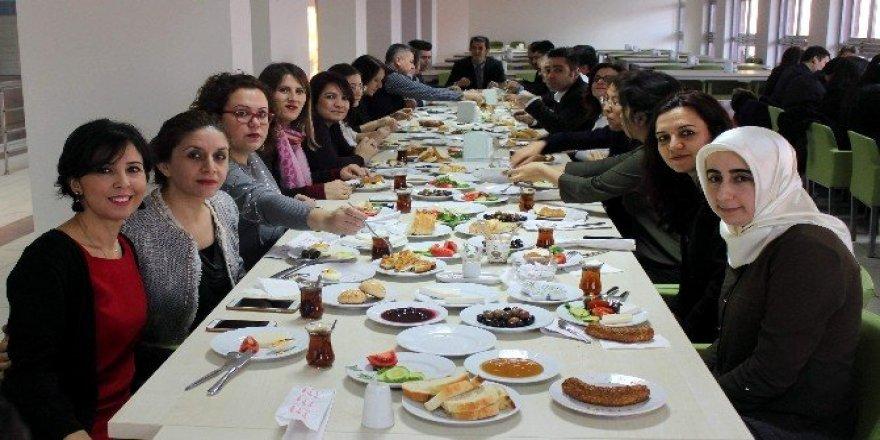 Kamu Hastaneleri Genel Sekreterliği'nden yılsonu kahvaltısı
