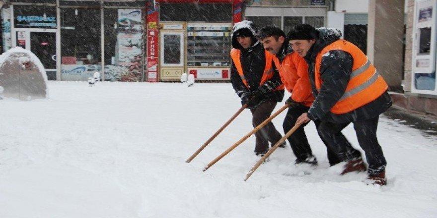 Nevşehir'de kar etkili oluyor