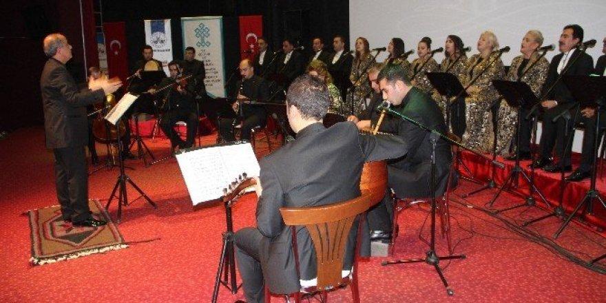 Elazığ Devlet Korosu yılın son konserini verdi