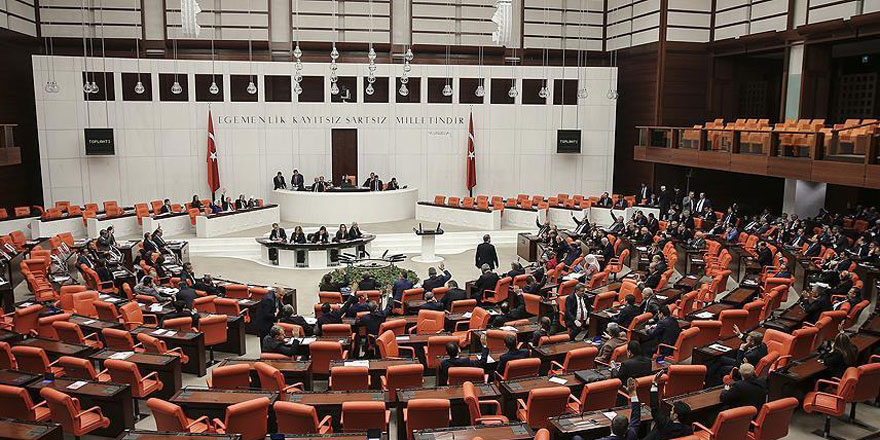 Meclis bin 376 saat mesai yaptı, 112 yasa çıkardı