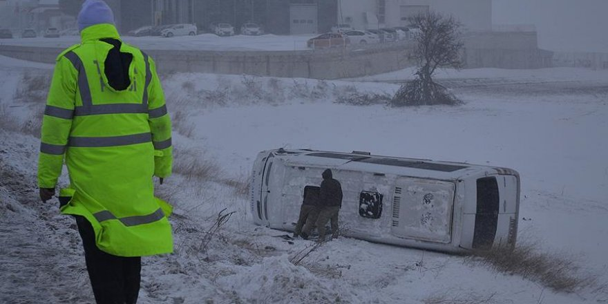 Edirne'de yolcu minibüsü devrildi: 10 yaralı