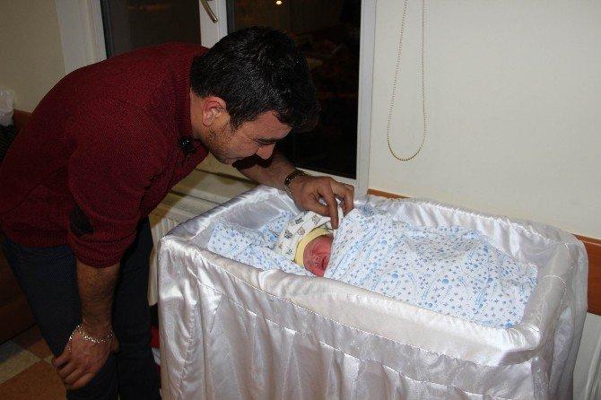 2017 yılının ilk bebeği Nevşehir'de dünyaya geldi