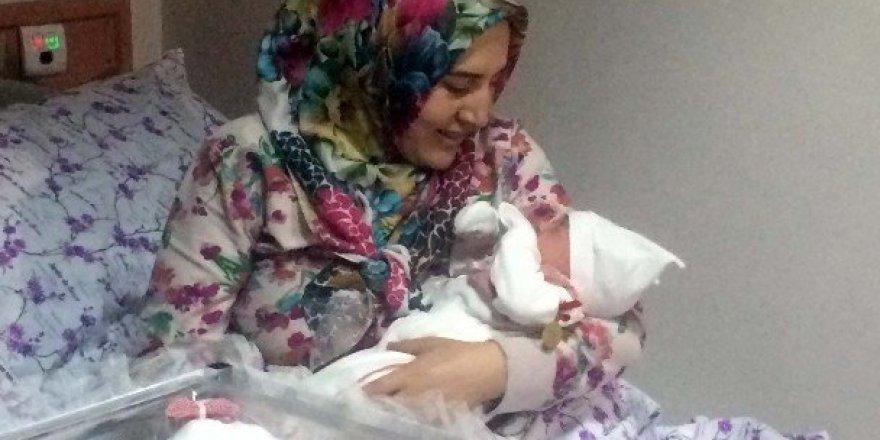 Ankara'da 2017'nin ilk bebeği 'Hatice Zümra' oldu