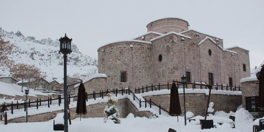 Sille'de tarihi yapılar beyaza büründü
