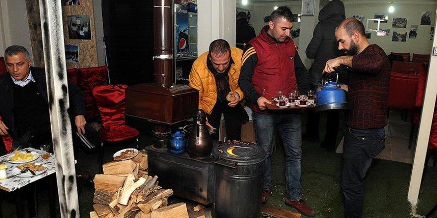 """Bingöl'de müşterilere """"eski kış geceleri"""" yaşatılıyor"""
