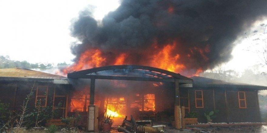 Antalya'da hamam yangını