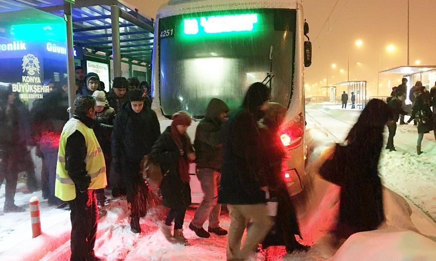 Şehir içi ulaşıma kar engeli