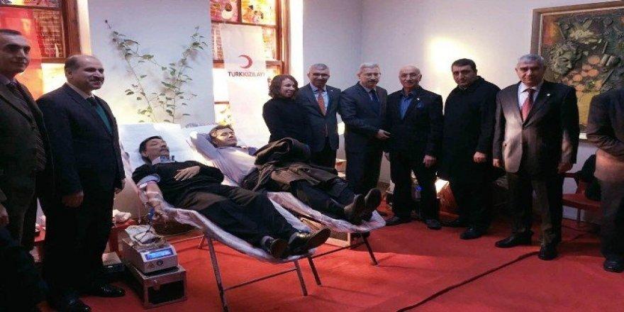 Adana'da Valilik öncülüğünde kan bağışı seferberliği başlatıldı