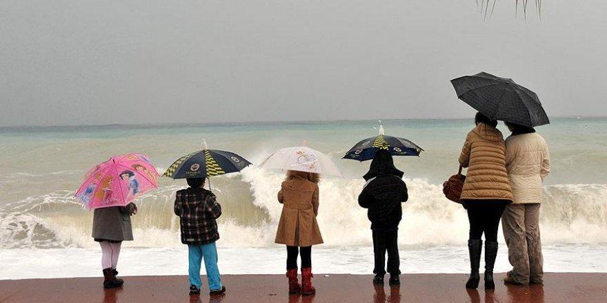 Akdeniz'de 3 il için şiddetli yağış ve fırtına uyarısı