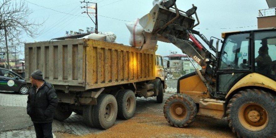 Biber ve baharat yapımında kullanılacağı tahmin edilen 40 ton atık madde ele geçirildi