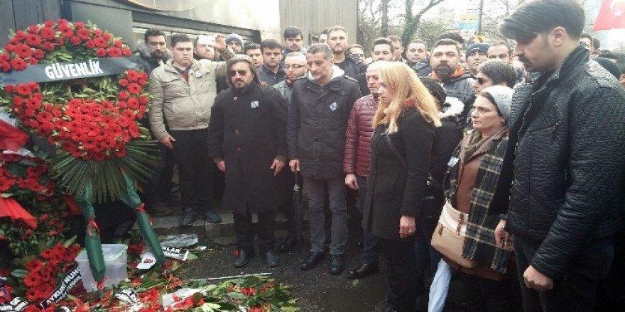 Koruma ve güvenlikler Ortaköy'de hayatını kaybedenleri andı