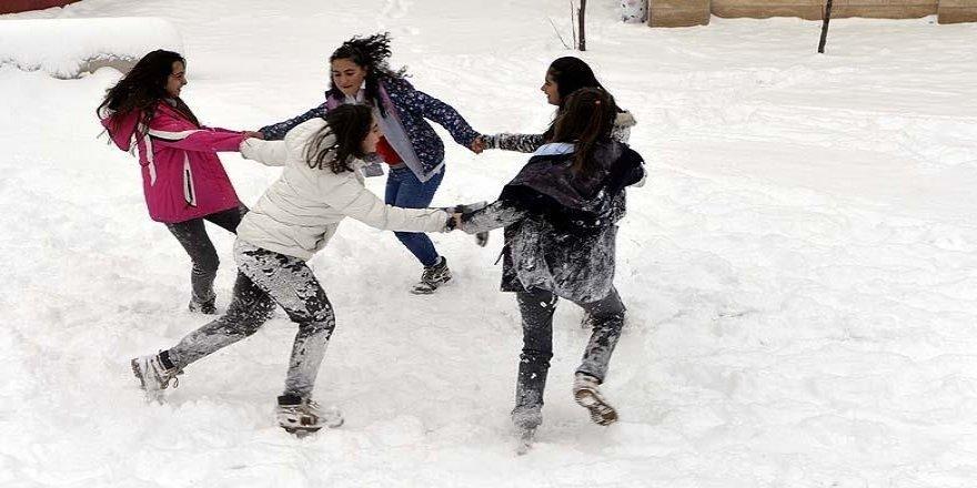 Çankırı ve Çorum'da eğitime kar engeli