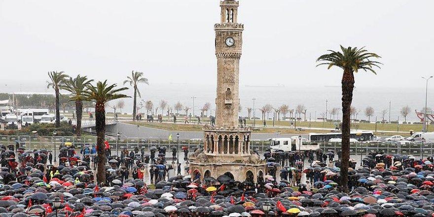 Şehit polis Fethi Sekin için İzmir Valiliği önünde tören
