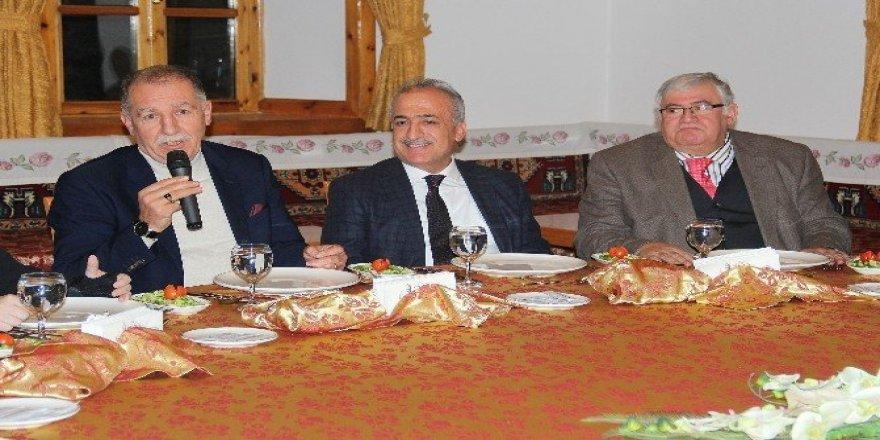 Rektör Çomaklı, Erzurumlu Sanayici ve İş Adamlarını Ağırladı