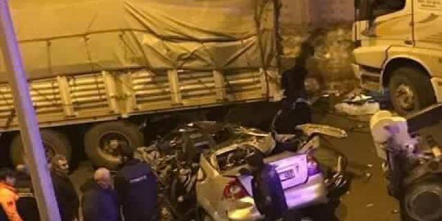 Otomobil tıra çarptı: 3 ölü, 5 yaralı