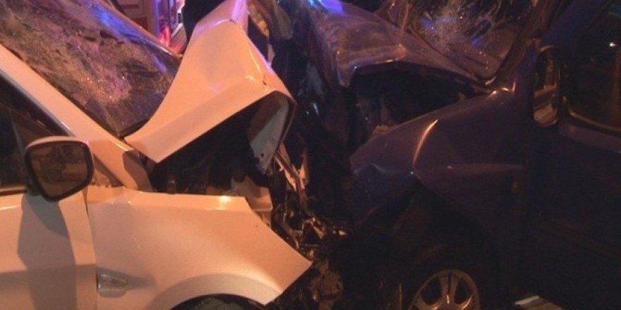 Ters yöne giren otomobil dehşet saçtı: 4 yaralı