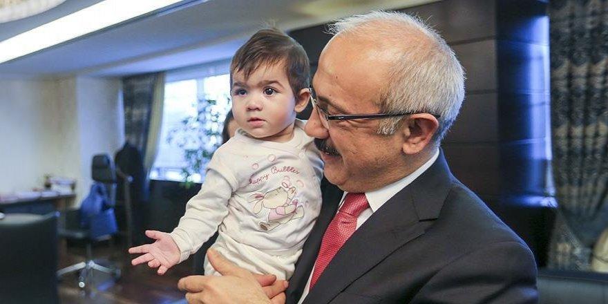 Bakan Elvan Öykü bebeğe 'ışık' oldu