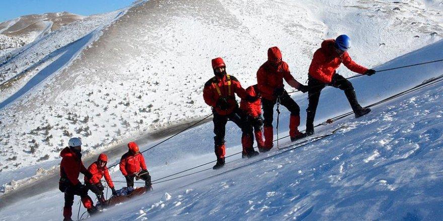 AFAD'dan Zigana'da zorlu kış eğitimi