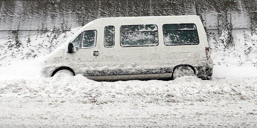 İstanbullulara 'Caddelere bırakılan araçları çekin' çağırısı