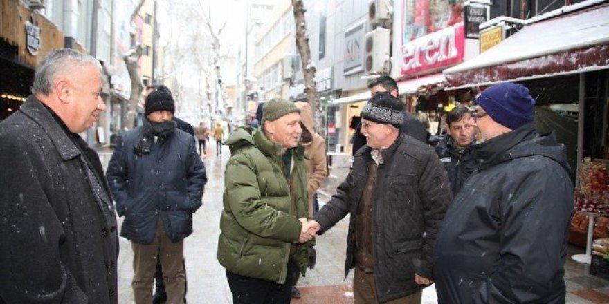 Başkan Altınok Öz kar ile mücadele ekiplerini ziyaret etti