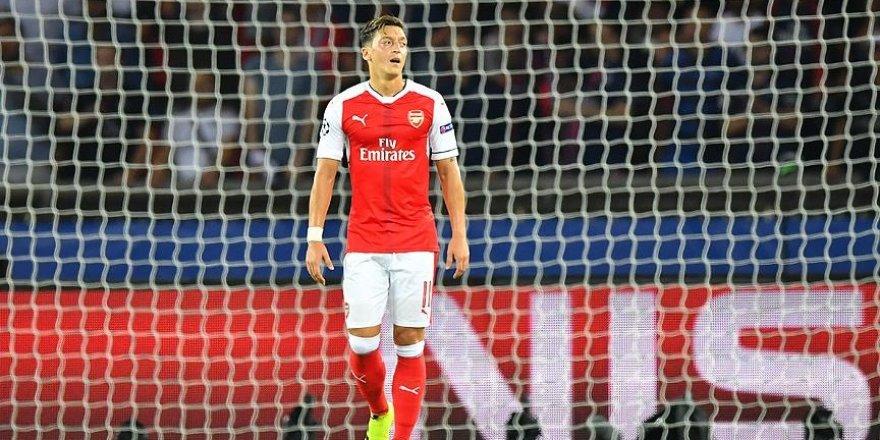 Mesut Özil'in geleceği Wenger'e bağlı
