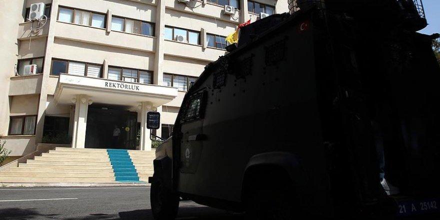FETÖ'nün Dicle Üniversitesindeki yapılanmasına operasyonda 28 gözaltı