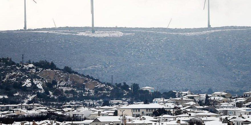 Alaçatı'ya kar yağdı