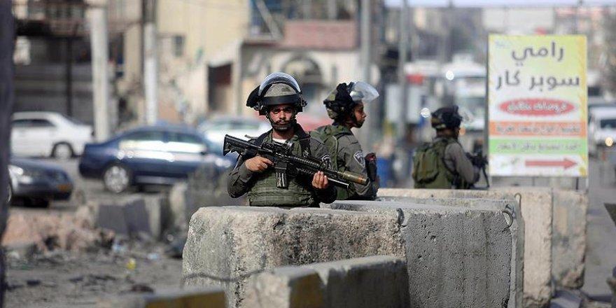 İsrail 13 Filistinlinin Kudüs'te oturma iznini iptal etti