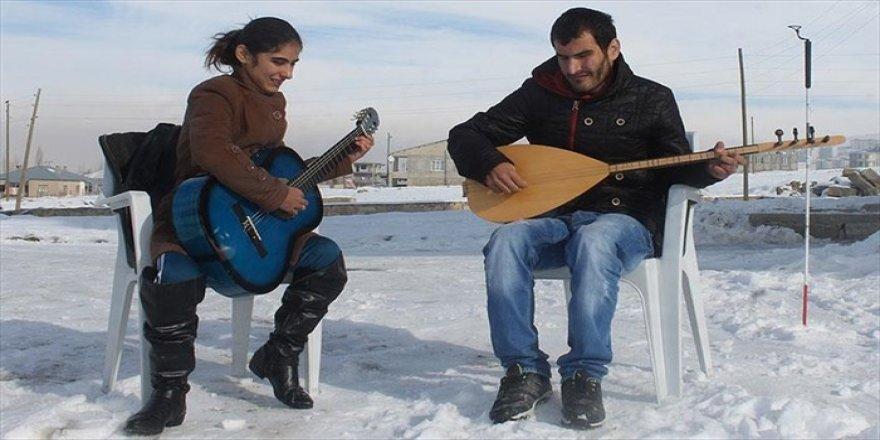 Iraklı görme engelli kardeşlerin müzik tutkusu
