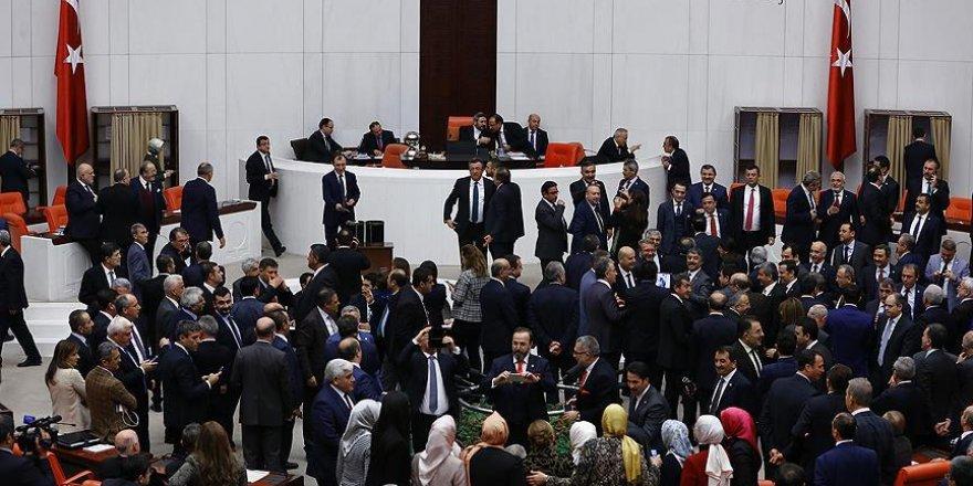 Anayasa değişikliği teklifinde 1. maddenin oylamasına geçildi